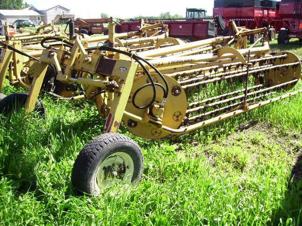 Hydraulic twin rake