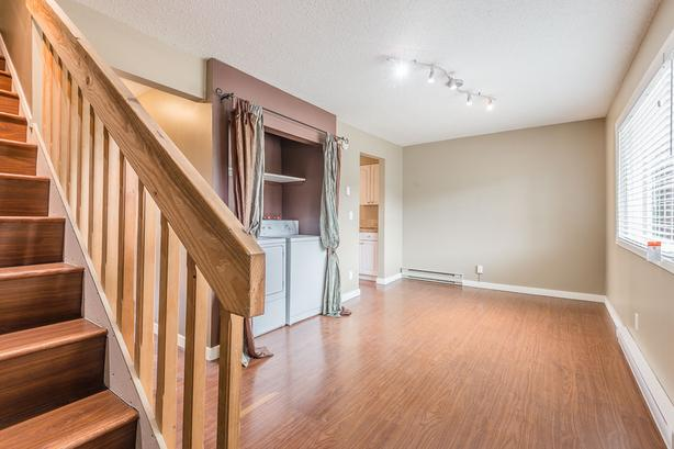 Under 300k! 3bd 2ba townhome near VIU and shopping