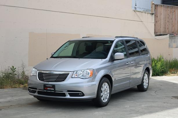 2016 Chrysler Town and Country Touring - HEATED SEATS!