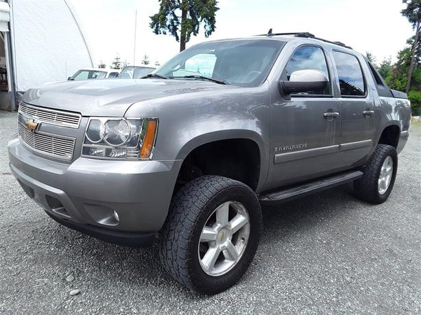 2007 Chevrolet Avalanche, 8 cylinder with only 227k km's! clean interior!