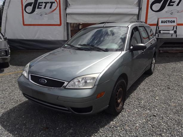 2005 Ford Focus ZXW, 4 cylinder FWD with only 167k km's!!!