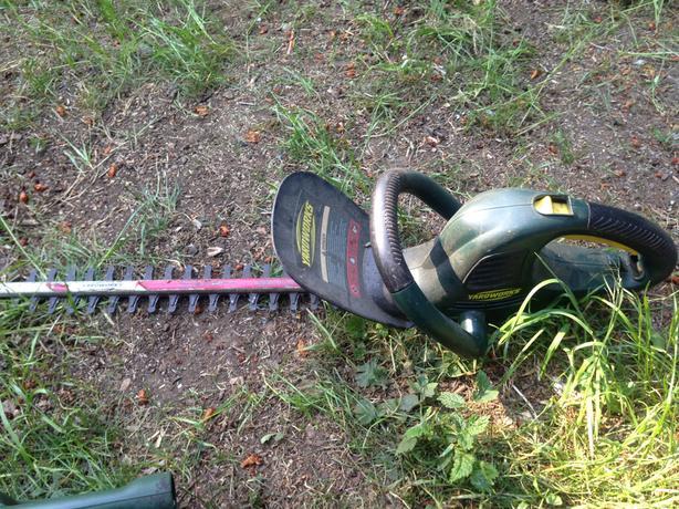 """Yardworks 18"""" Electric Hedger"""