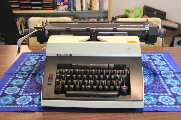 Adler Universal 200 typewriter