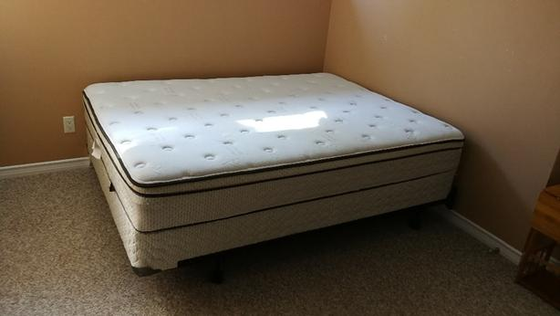 Sealy queen mattress with box spring and base