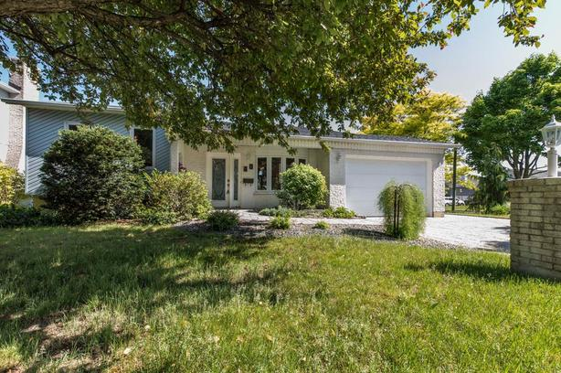 Impeccable turnkey property 4-vents St-Luc area