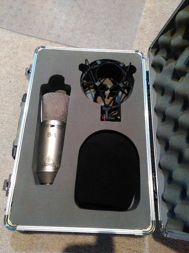 Behringer B-1 studio condenser mic