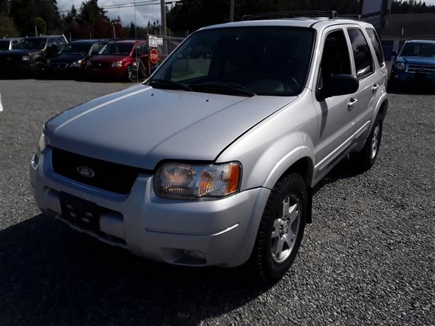 2003 Ford Escape,  6 cylinder 4X4 with under 300k km's!!!