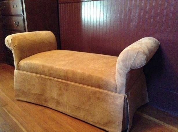 Chaise upholstered bench