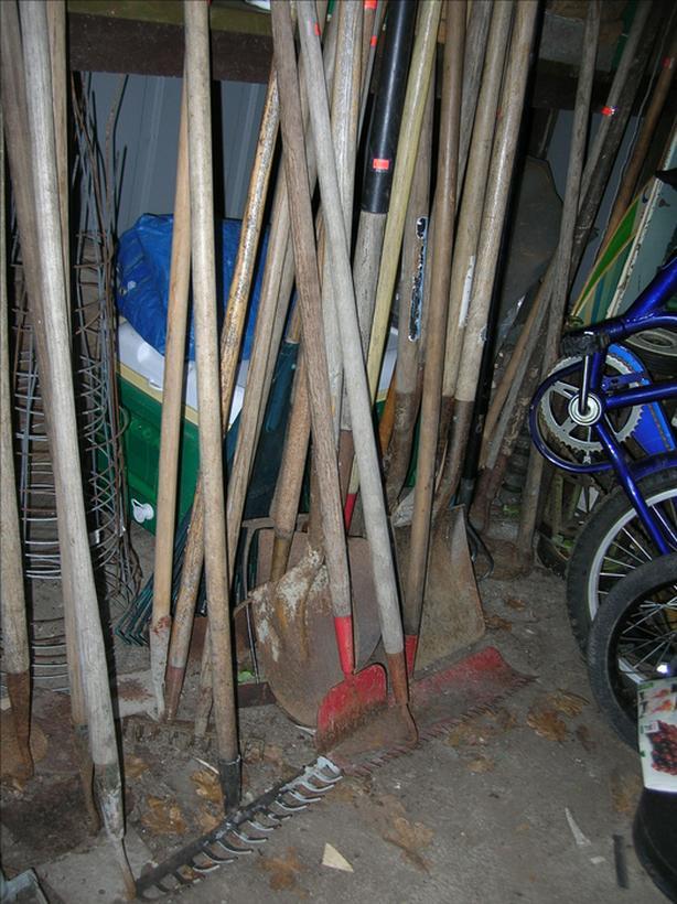 Gardening Tools.  (156 2206)   **