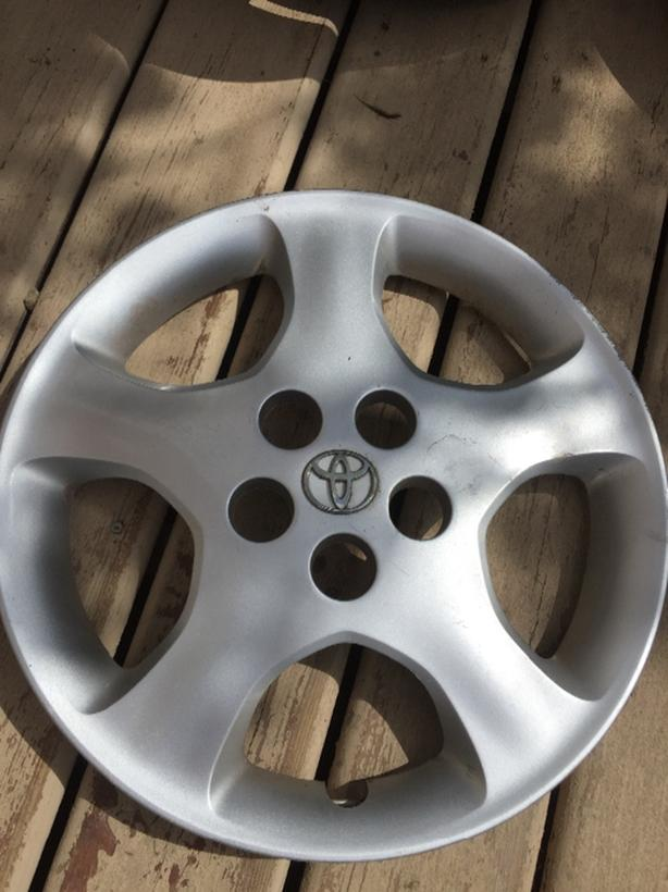 Hubcaps for various vehicles