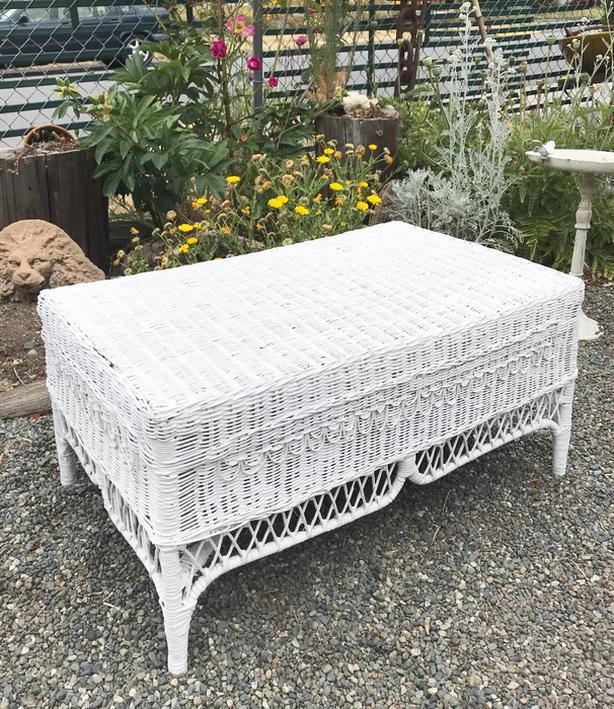 White Wicker Vintage Table Coffee Table Patio Furniture Lawn