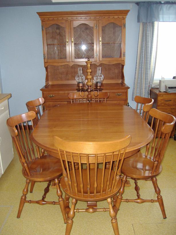 Roxton Colonial Dining Room Suite