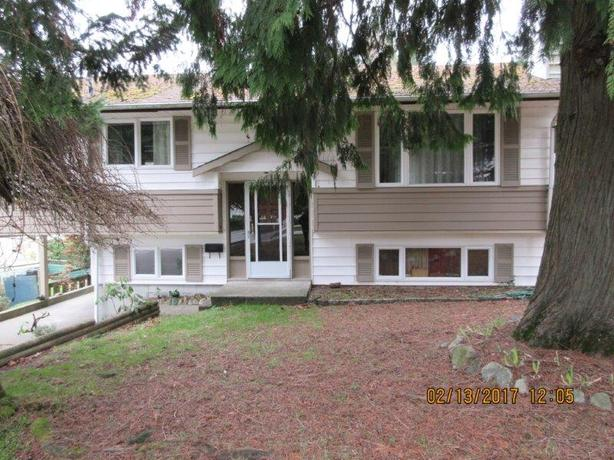 Bright 3 Bed Upper Suite with Large Yard