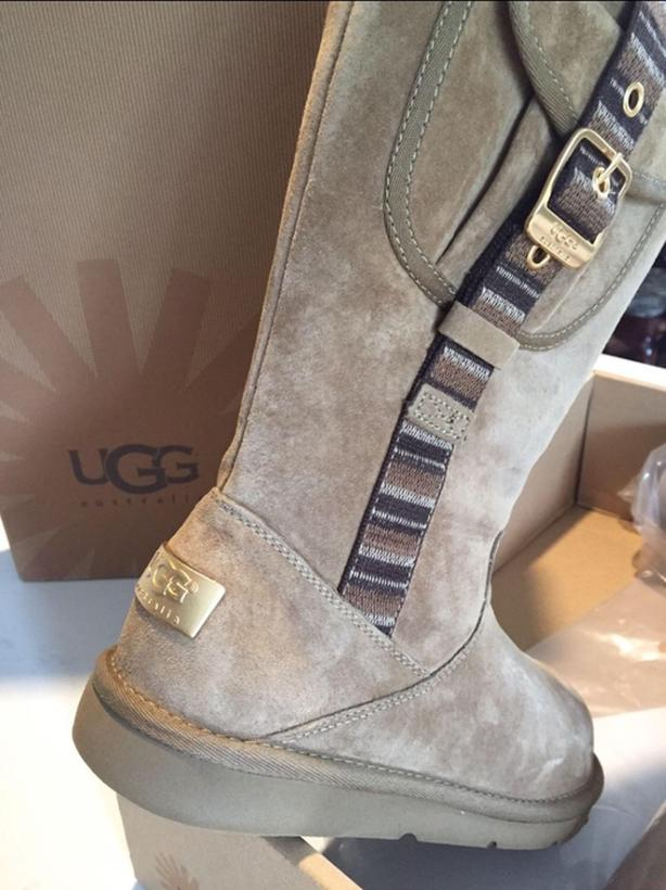 30d0c849679  Log In needed $200 · brand new Ugg boots