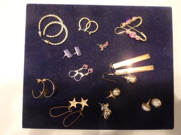 12 Pairs of Costume Jewelry Earrings