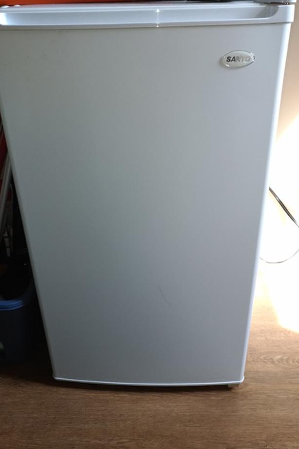 Sanyo Bar Fridge With Freezer 41 Cubic Feet Model SR 4300W