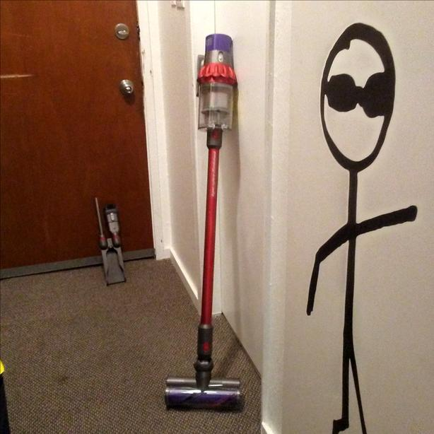 dyson cyclone v10 motorhead rechargable vacuum victoria city victoria. Black Bedroom Furniture Sets. Home Design Ideas