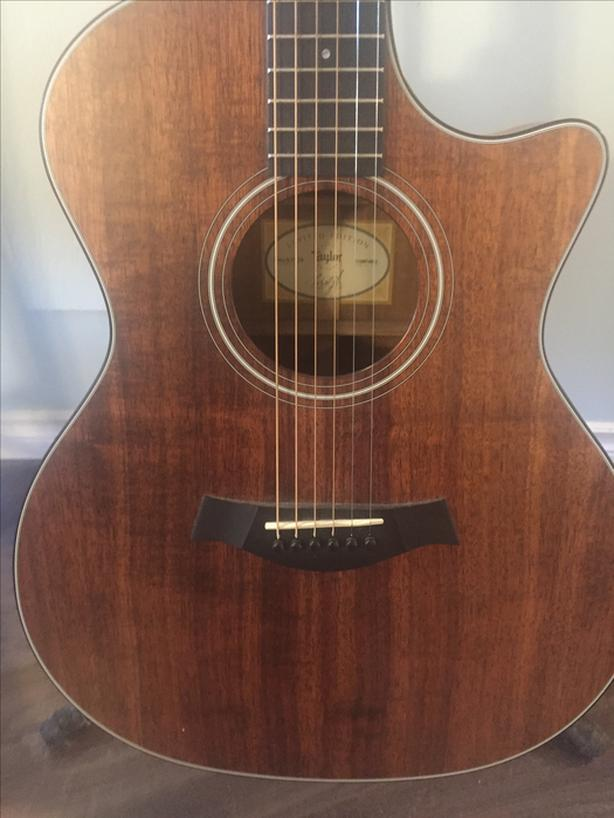 Taylor 324CE-Koa Limited Edition with case.