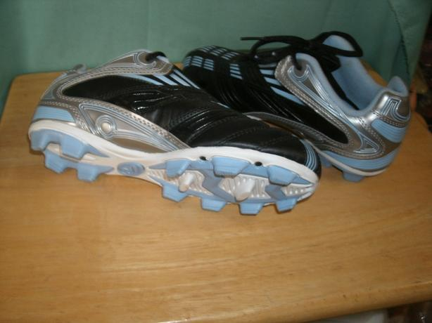 e9a5709e4 Rawlings Soccer Cleats size 7 West Shore  Langford