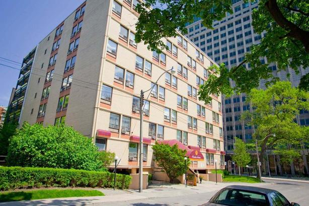 Oriole in Toronto dream location 2bdrm Available July