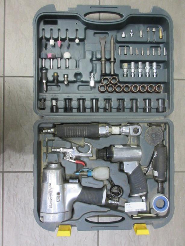 Mastercraft 71-Pc Air Tool Kit   **MONEYMAXX**