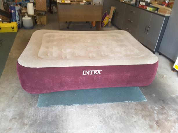 Intex Inflatable Mattress With Built In Fast Fill Pump Queen Size