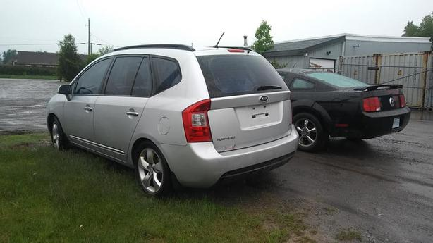 Safetied 2008 Kia Rondo-Leather, 4cyl-7 seats-613-822-7826