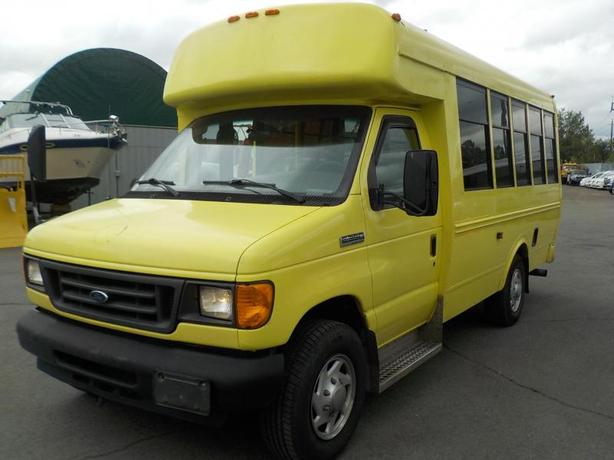 2007 Ford Econoline E-350 Super Duty 7 Passenger Bus Diesel with Wheelchair Acce
