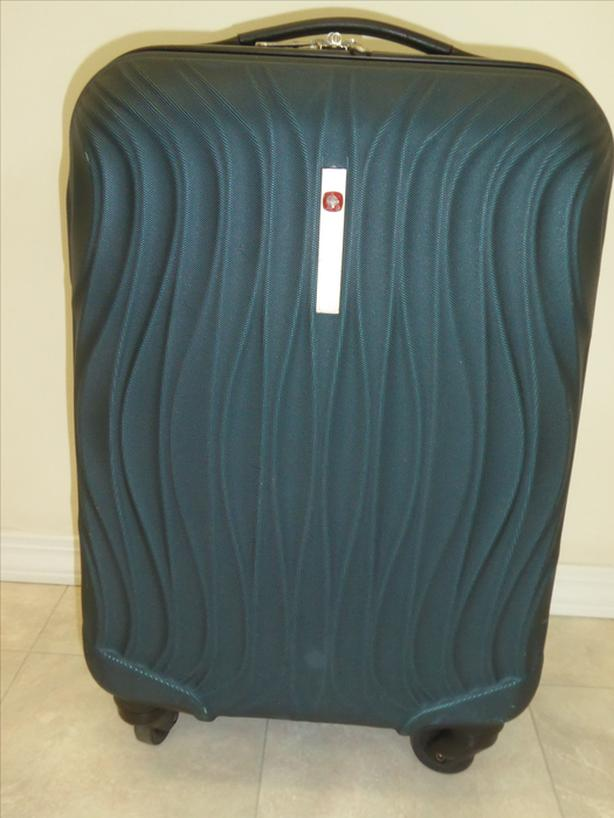 SWISS GEAR Hard Shell Carry On Suitcase