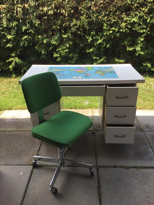 Free Young Children's Study Desk with Office chair