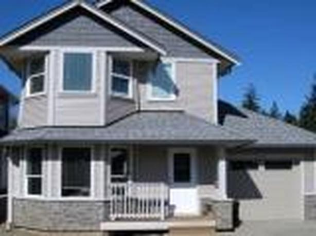Excutive 3 bdrm,2.5 bthrm home with bonus room - 326 Applewood Cres.