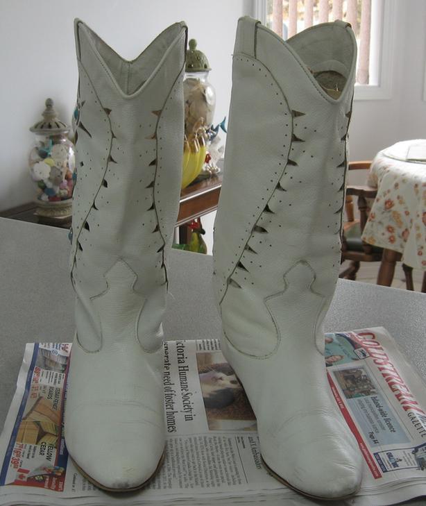 Ladies Size 7.5 White Boots
