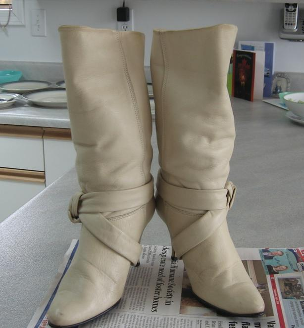 Ladies Off- White/Cream Boots  Size  8 B