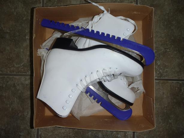 91dc4687941 FREE  Womens Ice Skates West Shore  Langford