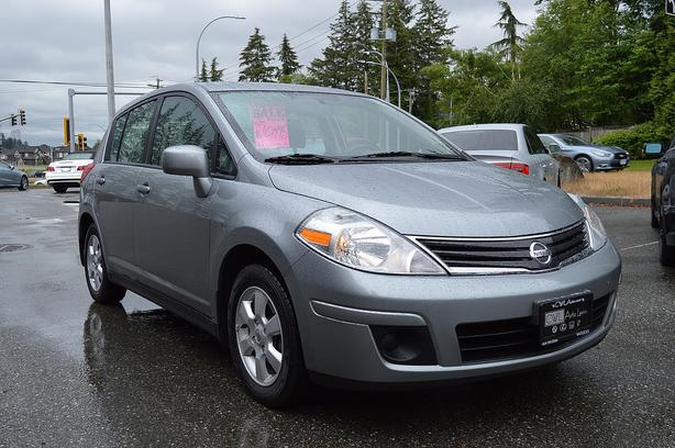 2011 Nissan Versa SL HB - Local / No Accidents !