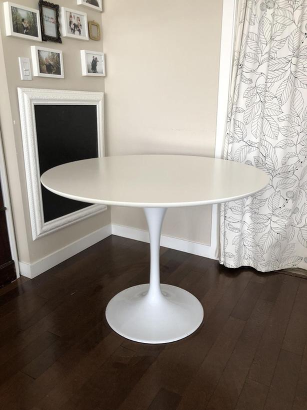 ROVE CONCEPTS TULIP TABLE IN EUC Esquimalt View Royal Victoria - Rove concepts tulip table