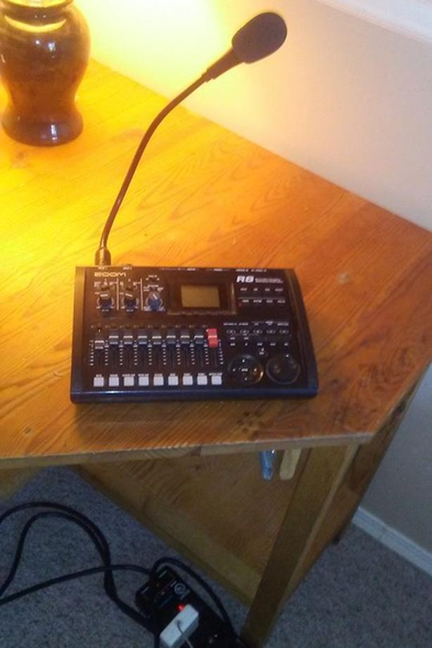 Zoom R8 Multitrack Recorder, Sampler &