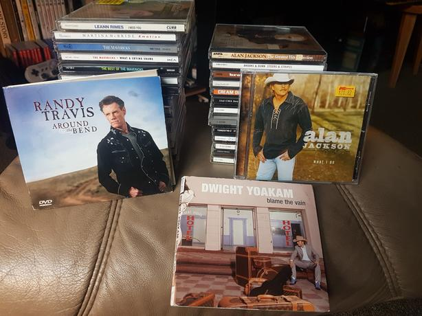 32 Country music CDs