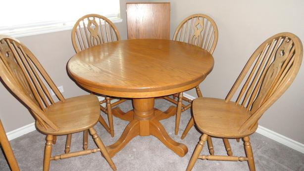 Oak dining room table, 4 chairs and leaf