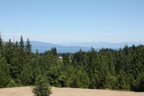 Two-bedroom Suite in Beautiful Parksville