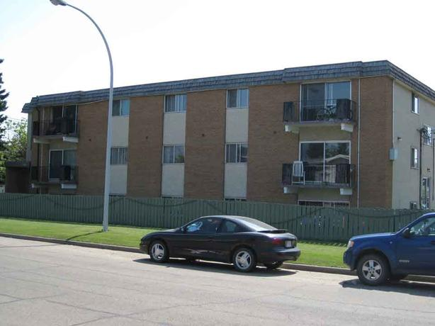 Large renovated 2BR apt near West Edmonton Mall
