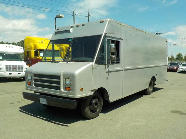 1998 Chevrolet P30 Utilimaster 18 Foot Cargo Cube Van with Shelving