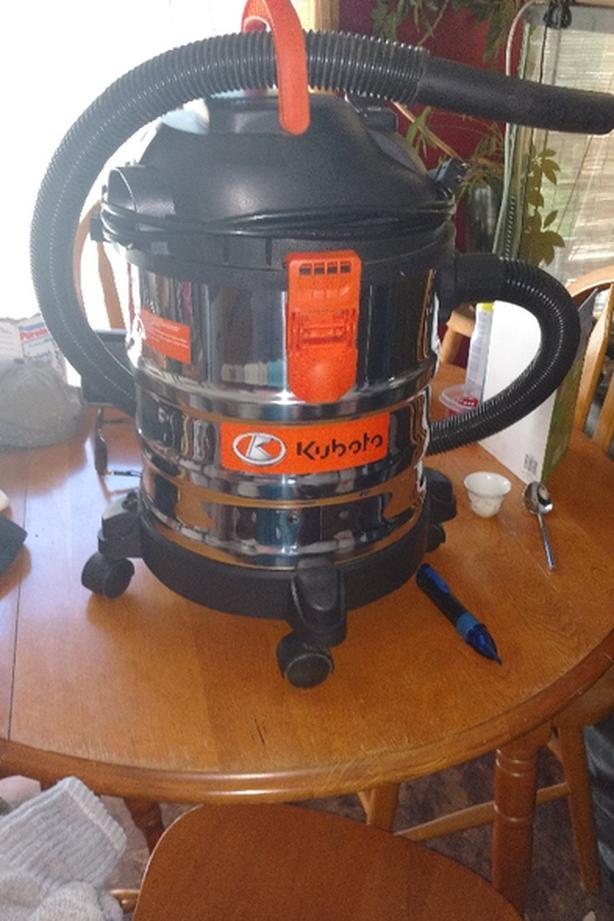 50$ 5 gallon stainless Kubota wet-dry vac