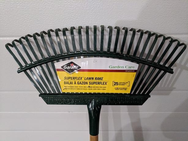 Superflex lawn rake - great shape!