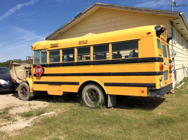 $2500obo GREAT BUS FOR CRAVEN OR POW WOW CONVERT OR SWAP ENGINE ETC.