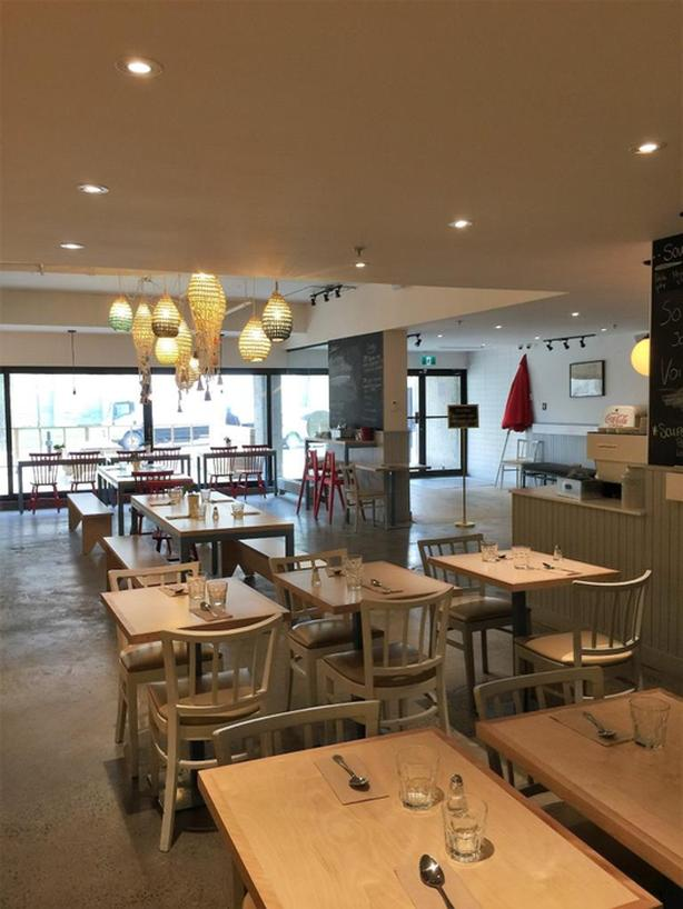 Restaurant close to the University of Montreal for sale