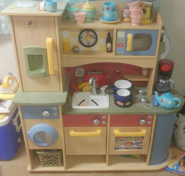 Kids kitchen set; years of fun! (Melissa & Doug brand)
