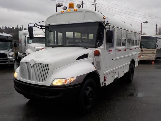 2009 International CE 300 21 Passenger Bus Diesel with Air Brakes