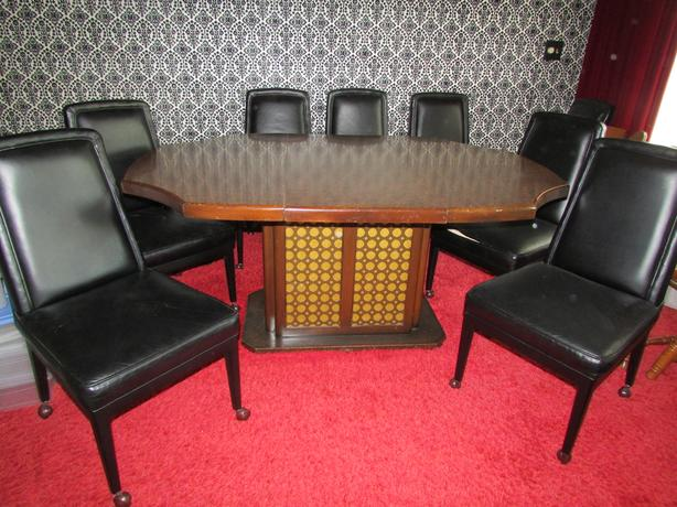 Dining room table + 6 leather chairs