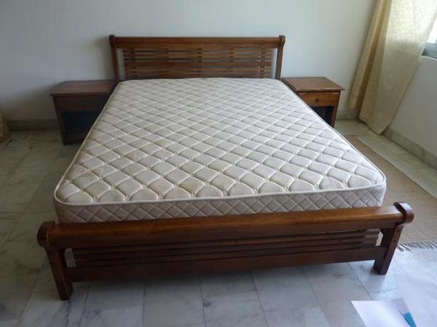 Queen size Matress bed